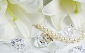Wedding-Jewelry-and-White-Lilies-600x375