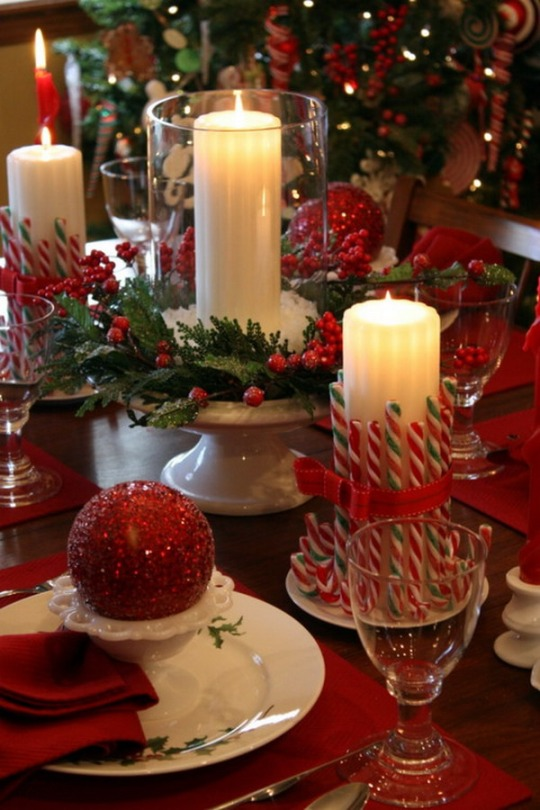 Dining-Table-Setting-with-Christmas-Flowers-Arrangements-and-Candlelight