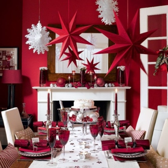 Red-interior-decoration-for-Christmas-dining-room