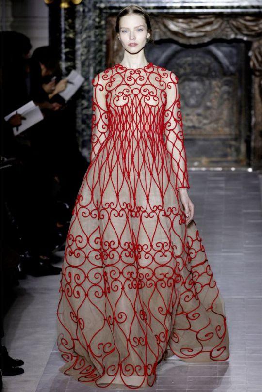 paris-fashion-week-haute-couture-valentino-primavara-vara-2013-ndash-o-colectie-care-reinventeaza-rafinamentul_1