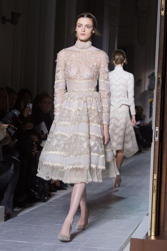 paris-fashion-week-haute-couture-valentino-primavara-vara-2013-ndash-o-colectie-care-reinventeaza-rafinamentul_3