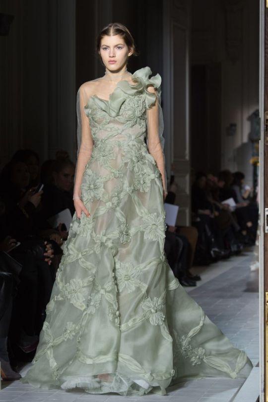paris-fashion-week-haute-couture-valentino-primavara-vara-2013-ndash-o-colectie-care-reinventeaza-rafinamentul_5