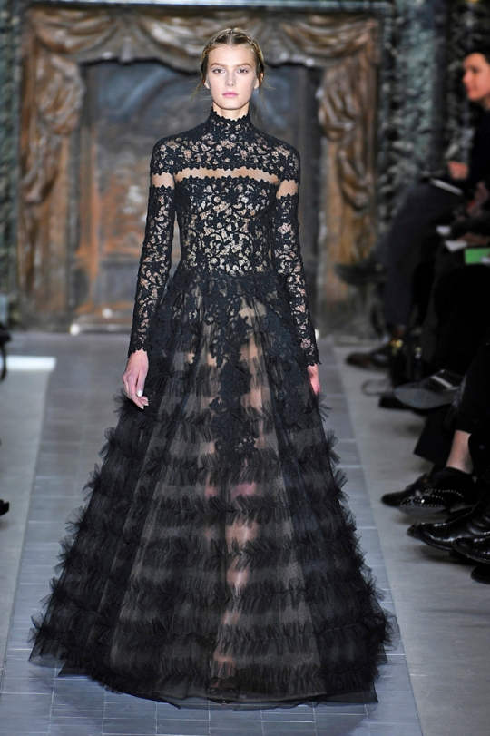 "Defile de mode haute couture ""Valentino"" a l'Hotel Salomon de Rothschild a Paris"