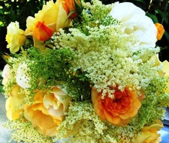 med-bouquet-de-roses-et-fleurs-de-sureau-visoflora-29613