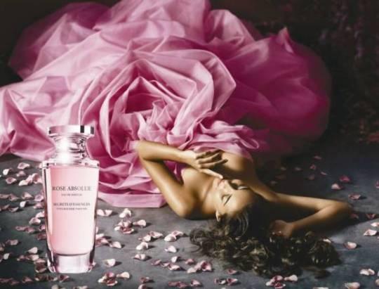 04_rose_absolue_eau_de_parfum_mannequin_1__op_800x610