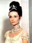 """""""my fair lady"""". musikal usa. audrey hepburn, skŒdespelare belgien, ½ som """"eliza doolittle"""". rollbilder smycken, halsband, šrhŠngen, diadem. ½."""