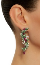 large_wendy-yue-green-tsavorite-curved-drop-earrings-1
