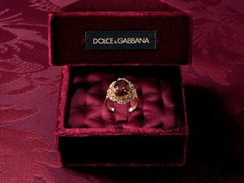 dolce-and-gabbana-jewellery-gold-ring-red-garnet-colorless-sapphires-zoom1